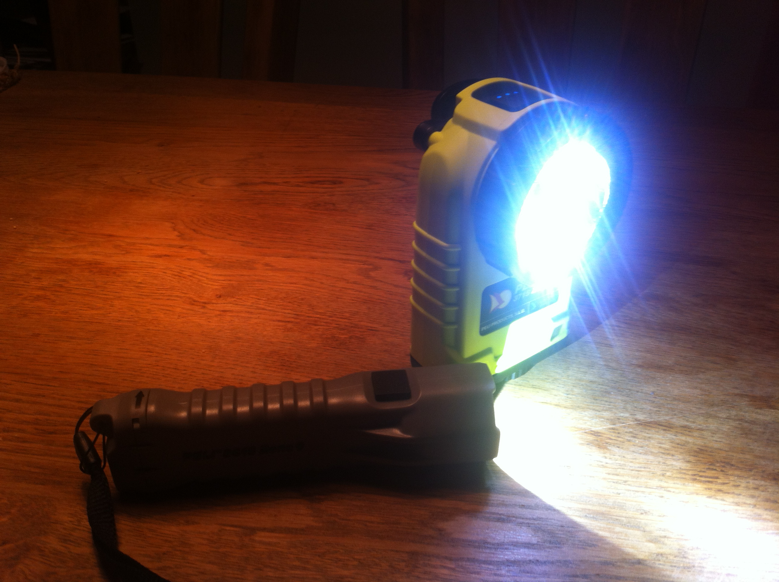 Peli 3315 Led Light review by firefighter betatester Guido Siebers (1)